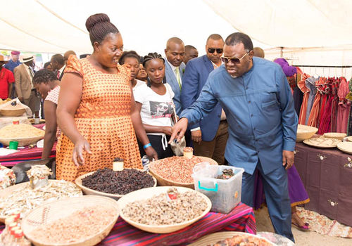 President Hage Geingob opened the annual Ongwediva trade fair in north-central Namibia on 24 August and visited some of the stalls. Photo by: State House Namibia
