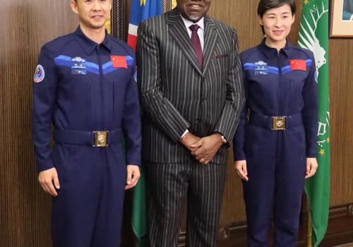 Two Chinese astronauts visited Namibia and paid a courtesy call on President Hage Geingob. Photo by: State House Namibi